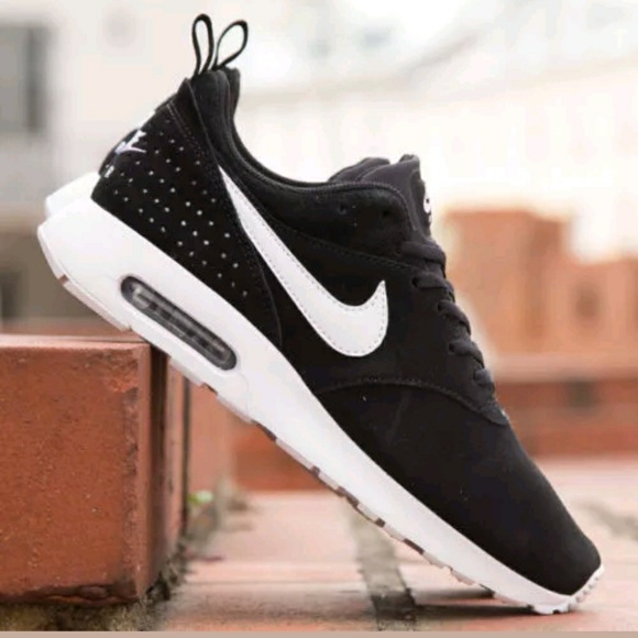 finest selection 0e399 c64bb MENS NIKE AIR MAX TAVAS SUEDE SHOES